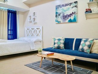 Stylish & Comfy Condo with Netflix in Eastwood City