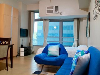 Cozy & Cool Unit with Netflix in Eastwood City