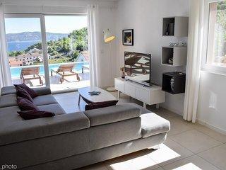 Sea view villa with pool, island Iz