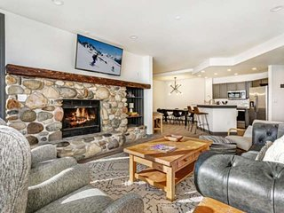 Ski In / Ski Out, 3rd Fl Highlands Lodge unit, YR Hot Tub and Pool, Convenient t