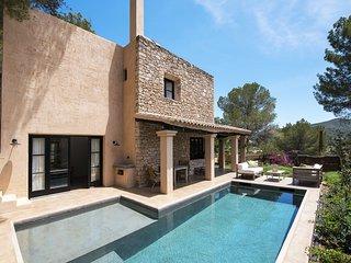 Ibiza-Finca mit Pool und weitem Blick 290