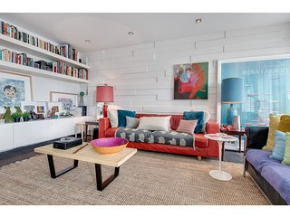 Bright, arty pad in foodie paradise, close to city