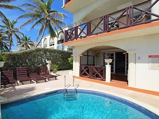 Oceanfront 2-bed Apt with Pool near Surfing - Rosalie #2