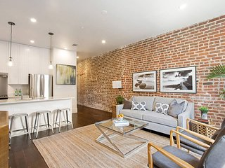Stayloom's Sleek, Modern Apartment near the French Quarter