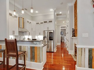 Upscale and Artistic Luxury Home, near the Quarter