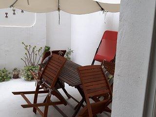 loft  avec cour 5mn à pied des plages ,dans quartier animé,marchés,etc..à TOULON