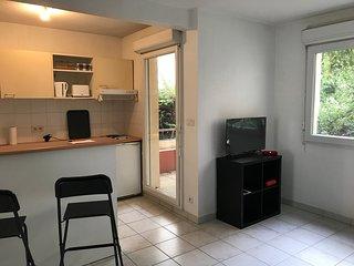 Appartement de Standing, centre ville, garage, pres Arenes