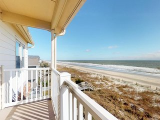 Beachfront condo w/ balcony & amazing ocean view - walk to everything!