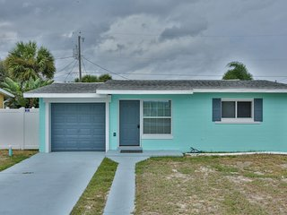 824 25th - Beachside Bungalow - 3/2 w/ Bonus Room!