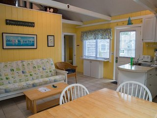 Spacious and beautiful cottage, steps away from private beach!
