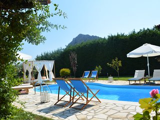 Villa Isolated Private pool/garden/bbq/stone oven/parking, ac wifi 5'sea