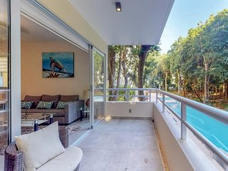 Well-equipped apartment w/ balcony & shared pool/BBQ area - close to beaches!