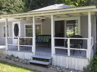 Pams 2 bedroom Cottage in beautiful Port Albert, Ontario