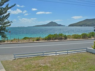 'Sand Beach House', 79 Shoal Bay Road - Stunning water views, Netflix & Aircon