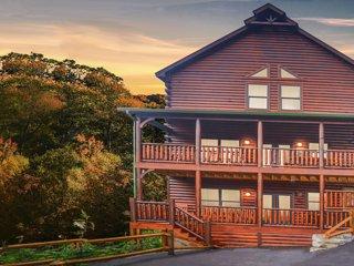 Smoky Mountain Heaven V,  5 Master King Suites, 5 bath Beauty