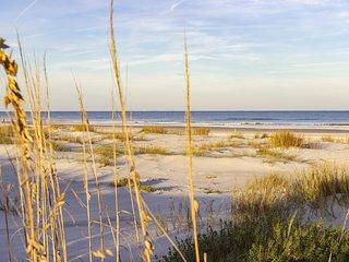 Modern Condo ~ Beach Access ~ Great Location