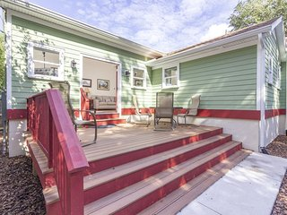 HISTORIC DISTRICT ~ Walk Everywhere ~ Private Parking!