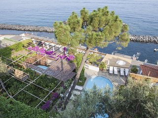 Villa Acquamarina with Private Pool, Sea View, Direct Sea Access and Parking