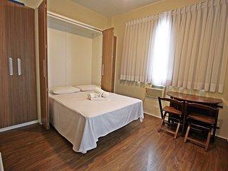 Apartamento economico com ar condicionado e amenidades gratuitas. C039