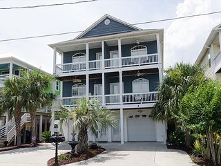 Create fun beach memories in this spacious, beautifully maintained duplex