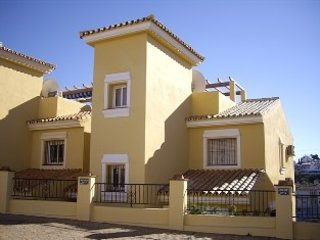 3 bedroom Villa with Pool, Air Con, WiFi and Walk to Shops - 5700419