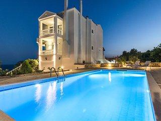 Amvrosia villa luxueuse, piscine privée, magnifique sur mer