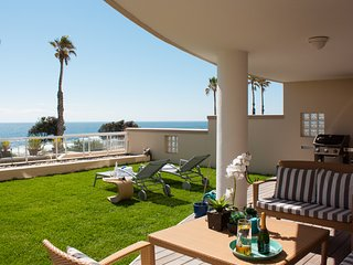Bantry Bay Beachfront luxury apartment with pool & 24h security | Bantry Place