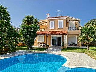 Villa Εlessa, 2 km de la plage,6 personnes, 3 chambres a coucher, tout confort.