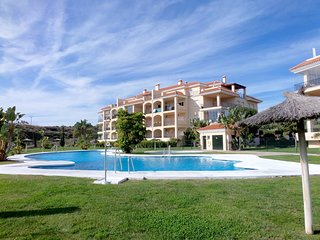 HOLIDAY MAKERS & KEEN GOLFERS  - LUXURY APARTMENT