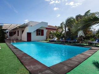 Villa sullo Ionio piscina privata e giardino m511