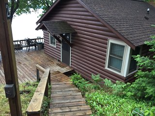 Cozy 2bdrm Catfish Lake Cottage - just steps from the Lake.