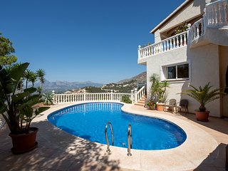 Luxurious 4 Bed Villa in Altea Hills, stunning sea and mountain views!