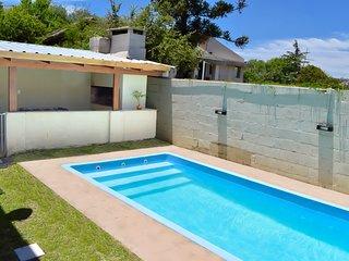 Privilegiada vista serrana, piscina y juegos