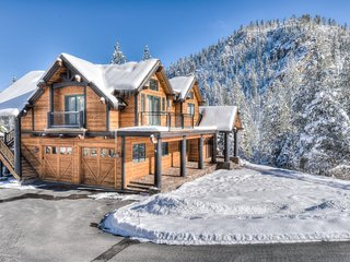 Luxury Squaw Valley Home w/ Mountain Views & Spa