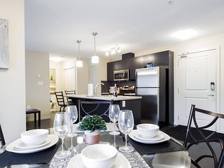 Windermere 2Bed/Bath Luxury Condo - Free Underground Parking