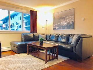 Luxurious Cozy 1Bed/1Bath Whyte Ave Condo-Free Parking!