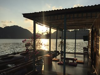InnerX, floating home stay, free kayak in Lan Ha bay, Cat ba island