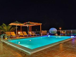Villa Léo, 9 personnes, 5 chambres à coucher, air-conditionné, jardin et piscine