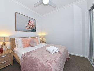 Beautiful Apartment Opposite Garden City Perth!