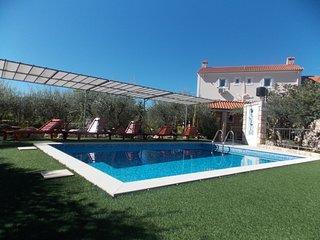 Holiday house Vila ljuba   .****