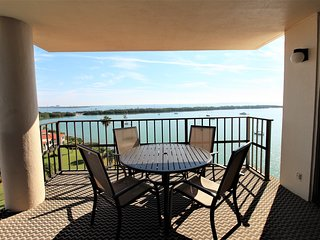 AMAZING VIEWS! Spacious Isla Del Sol Condo w/ Free WiFi, Large Balcony & More