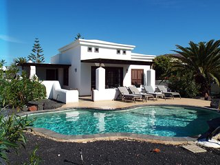 Casa Sophia,Playa Blanca,bespoke Heated Pool,Free Wifi with english tv channels