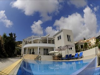 Luxury 4 bed Villa Close to Coral Bay Beaches - Stunning Sea Views -Private Pool