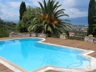 Villa Primavera with Pool and Sea View