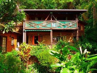 Charmosa Casa Rústica para Amantes da Natureza, entre a floresta e o mar