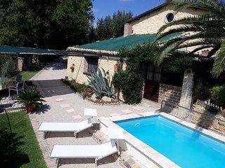 Rustico tra i vigneti e oliveti della costa dei Trabocchi, piscina uso esclusivo