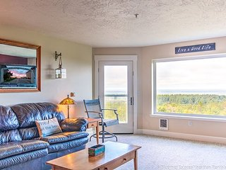 Bk 2 Get 2 FREE! Incredible 180 view, Steps to beach, Discovery Trail, Pets