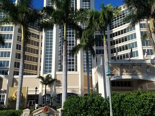 Beachfront Luxury Condo - Marco Beach Ocean Resort