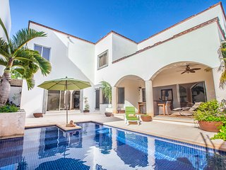 Unique private home with amazing private pool! At Cancun's heart. (Casa Copan)