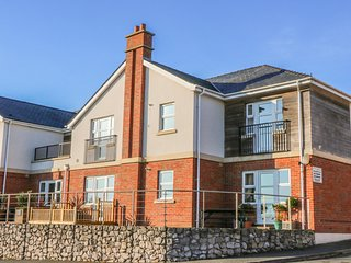 BEACH VIEW, pet-friendly apartment near beach and amenities in Benllech Ref 2322
